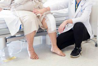 مراقبت های دکتر از بیمار پس از عمل جراحی تعویض مفصل زانو